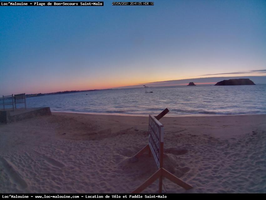 Image fixe prise de la plage de bon secours par loc-malouine.com